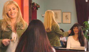 Haarverlängerung im Salon Simmering